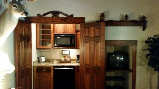 Coffee/Wine bar, fridge and microwave