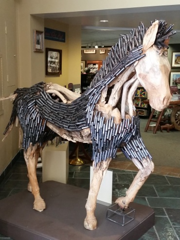 Fabulous wood and metal horse sculpture