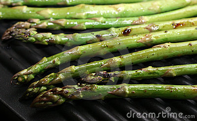 grilled-asparagus-14016928